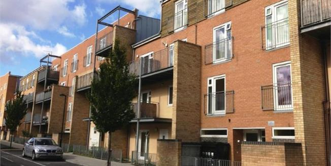 Asking Price £300,000, 2 Bedroom Flat For Sale in London, N17