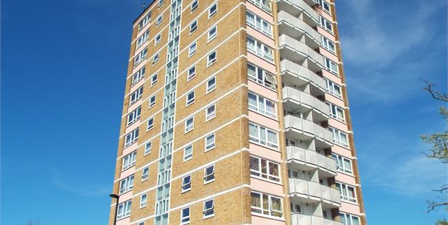 Offers in the region of £180,000, 2 Bedroom Flat For Sale in Enfield, EN3