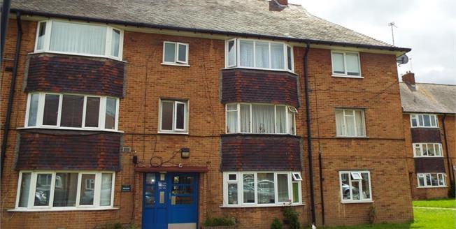 Asking Price £250,000, 2 Bedroom Flat For Sale in Enfield, EN1