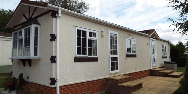 Asking Price £100,000, 2 Bedroom Mobile Home For Sale in Waltham Abbey, EN9