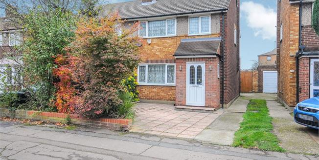 Asking Price £429,995, 3 Bedroom Semi Detached House For Sale in Waltham Cross, EN8