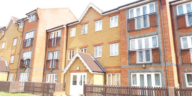 Offers Over £265,000, 2 Bedroom Flat For Sale in Waltham Cross, EN8
