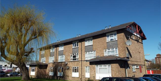 £270,000, 2 Bedroom Maisonette For Sale in Waltham Cross, EN8