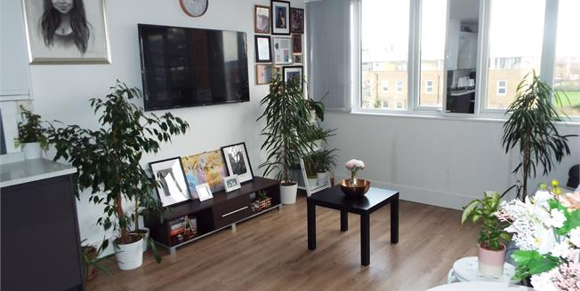 Offers in excess of £209,995, 1 Bedroom Flat For Sale in Waltham Cross, EN8
