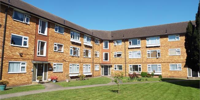 Asking Price £255,000, 2 Bedroom Flat For Sale in Cheshunt, EN8