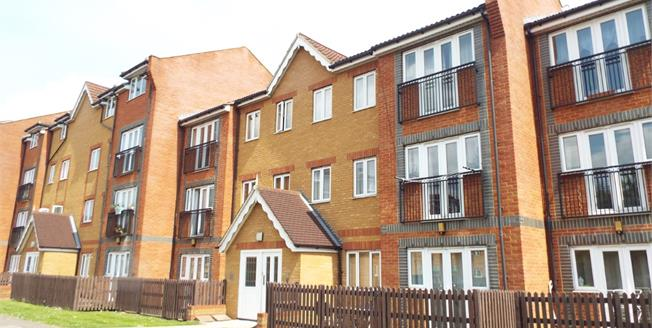 Offers in the region of £269,950, 2 Bedroom Flat For Sale in Waltham Cross, EN8