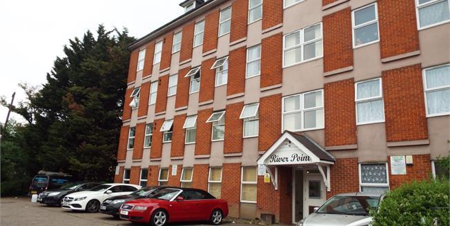 Asking Price £249,995, 2 Bedroom Flat For Sale in Waltham Cross, EN8