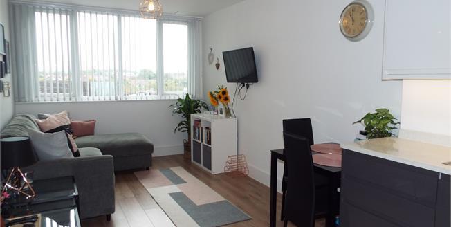 Asking Price £200,000, 1 Bedroom Flat For Sale in Waltham Cross, EN8