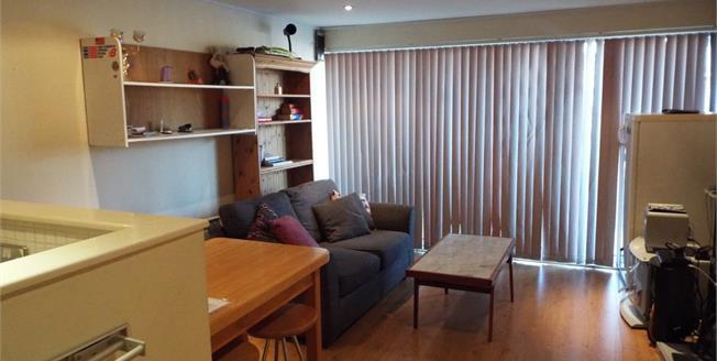 Asking Price £260,000, 2 Bedroom Flat For Sale in Cheshunt, EN8
