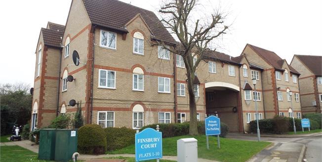 Asking Price £250,000, 2 Bedroom Flat For Sale in Waltham Cross, EN8