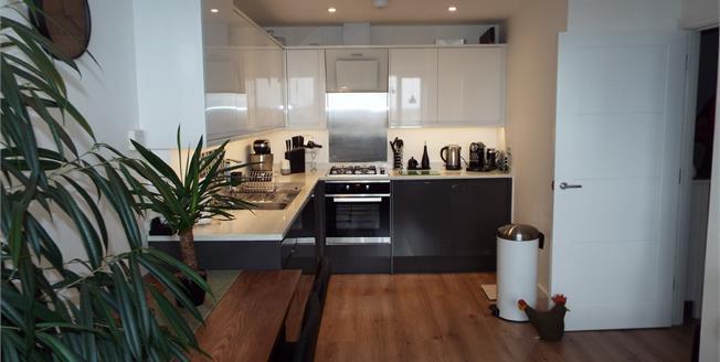 Offers in the region of £206,000, 1 Bedroom Flat For Sale in Waltham Cross, EN8