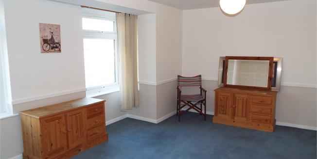 Offers in the region of £160,000, Flat For Sale in Waltham Cross, EN8
