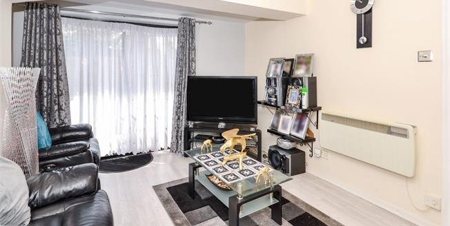 Asking Price £250,000, 2 Bedroom Maisonette For Sale in Waltham Cross, EN8