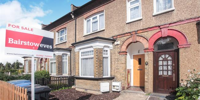 Asking Price £290,000, 2 Bedroom Maisonette For Sale in Hertfordshire, EN8