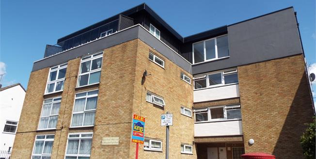 Offers in the region of £245,000, 2 Bedroom Flat For Sale in Cheshunt, EN8