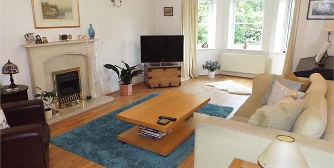 £335,000, 2 Bedroom Flat For Sale in Alderley Edge, SK9