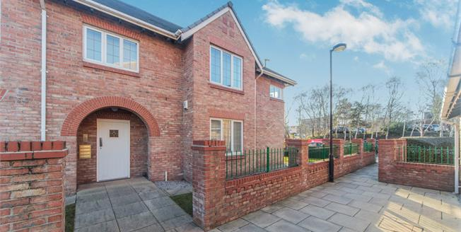 Asking Price £195,000, 2 Bedroom Flat For Sale in Altrincham, WA15