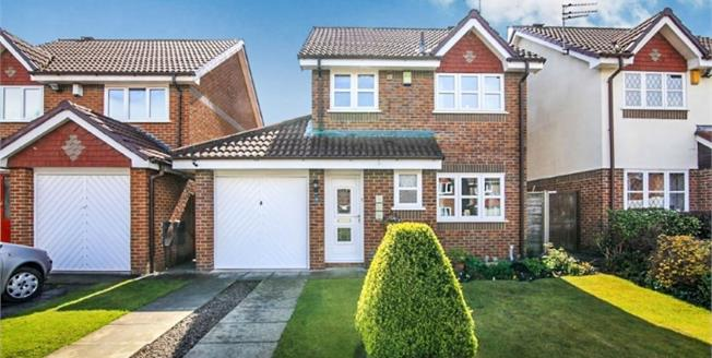 Guide Price £345,000, 3 Bedroom Detached House For Sale in Timperley, WA15