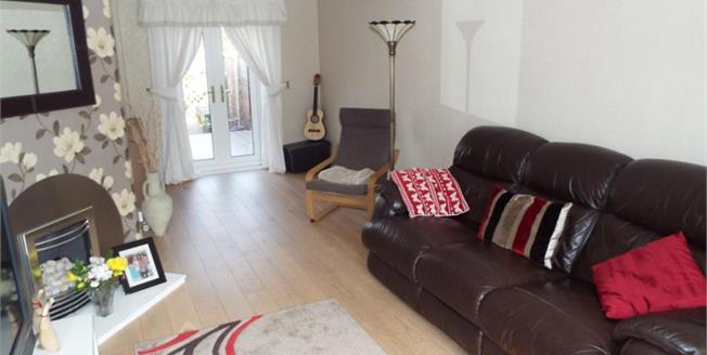 £150,000, 3 Bedroom Semi Detached House For Sale in Ashton-under-Lyne, OL6