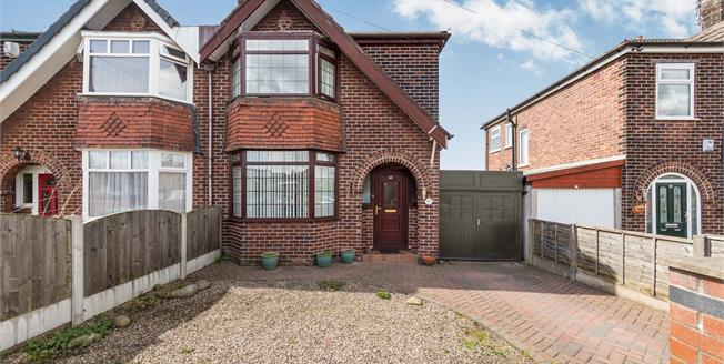£155,000, 3 Bedroom Semi Detached House For Sale in Failsworth, M35