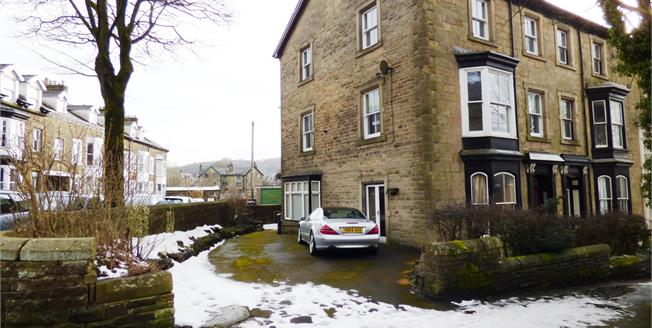 Asking Price £175,000, 2 Bedroom Flat For Sale in Buxton, SK17