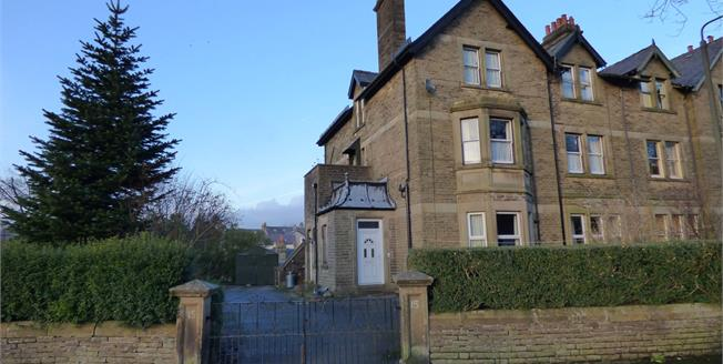 Offers Over £175,000, 2 Bedroom Flat For Sale in Buxton, SK17