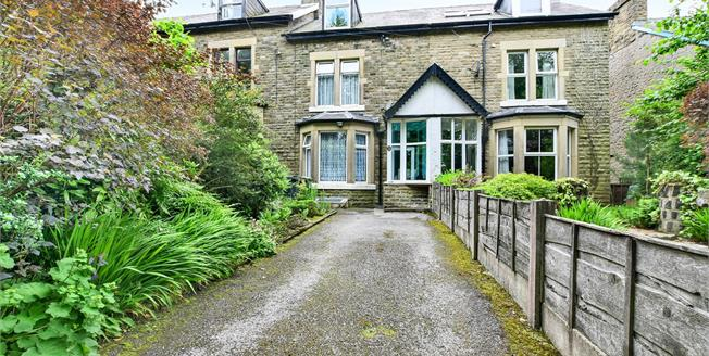 Asking Price £280,000, 4 Bedroom Terraced House For Sale in Buxton, SK17