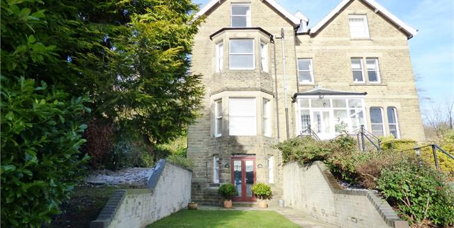Asking Price £320,000, 2 Bedroom Ground Floor Flat For Sale in Buxton, SK17