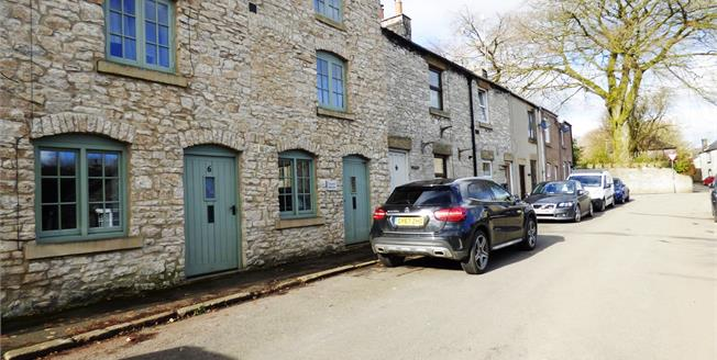 Asking Price £140,000, 2 Bedroom Flat For Sale in Tideswell, SK17