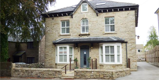 Asking Price £145,000, 2 Bedroom Flat For Sale in Buxton, SK17