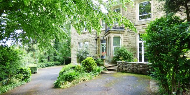 Offers Over £180,000, 2 Bedroom Flat For Sale in Buxton, SK17