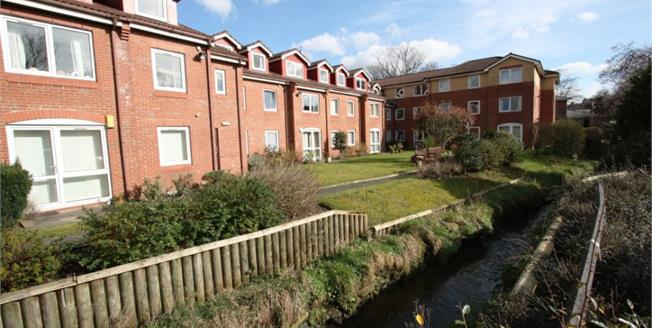 Guide Price £55,000, 1 Bedroom Flat For Sale in Gatley, SK8