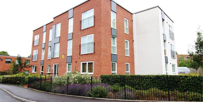 Guide Price £157,000, 2 Bedroom Flat For Sale in Manchester, M22