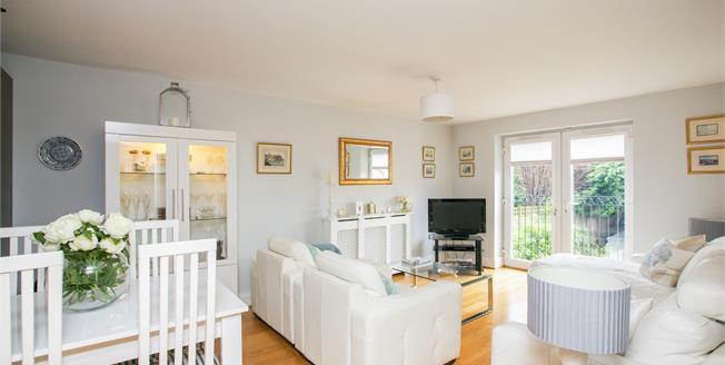 Asking Price £235,000, 2 Bedroom Flat For Sale in Cheadle Hulme, SK8