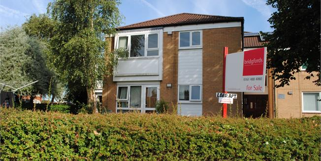 Guide Price £112,000, 1 Bedroom Flat For Sale in Cheadle Hulme, SK8