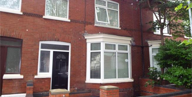 Guide Price £229,950, 5 Bedroom Terraced House For Sale in Firswood, M16