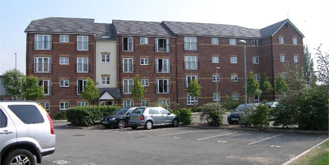 £140,000, 2 Bedroom Flat For Sale in Manchester, M8