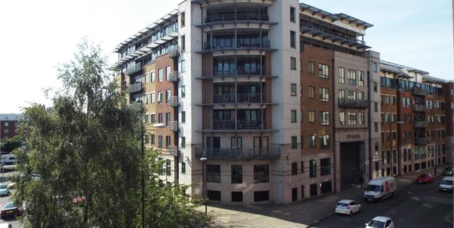Guide Price £230,000, 2 Bedroom Flat For Sale in Manchester, M15