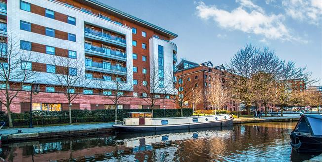 Offers Over £270,000, 2 Bedroom Flat For Sale in Manchester, M15