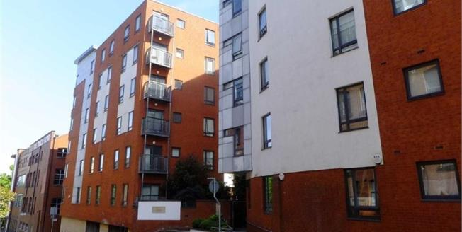 Offers Over £165,000, 2 Bedroom Flat For Sale in Manchester, M4