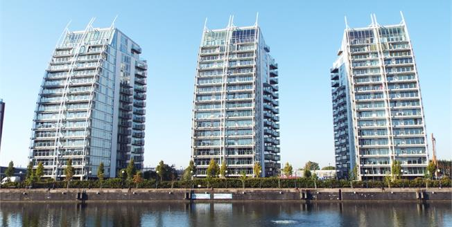 Guide Price £280,000, 2 Bedroom Flat For Sale in Salford, M50