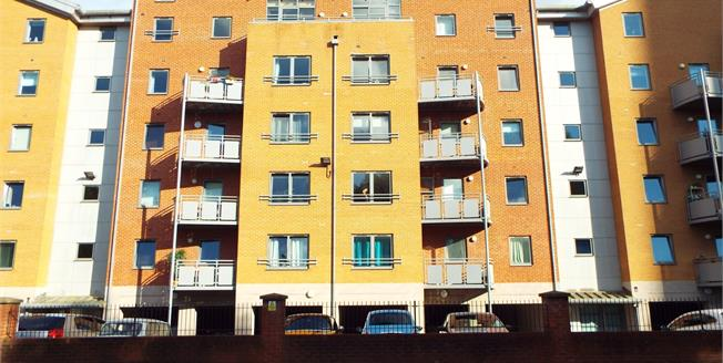 Guide Price £185,000, 2 Bedroom Flat For Sale in Manchester, M4
