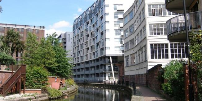 Guide Price £240,000, 2 Bedroom Flat For Sale in Manchester, M1