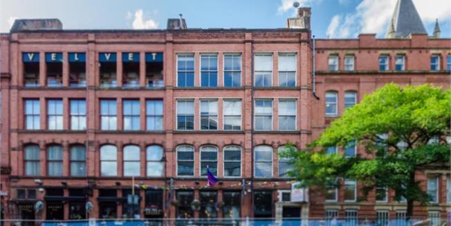 £270,000, 2 Bedroom Upper Floor Flat For Sale in Manchester, M1