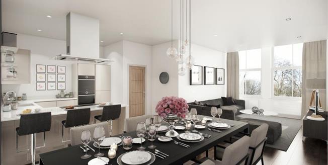£295,000, 2 Bedroom Upper Floor Flat For Sale in Manchester, M1