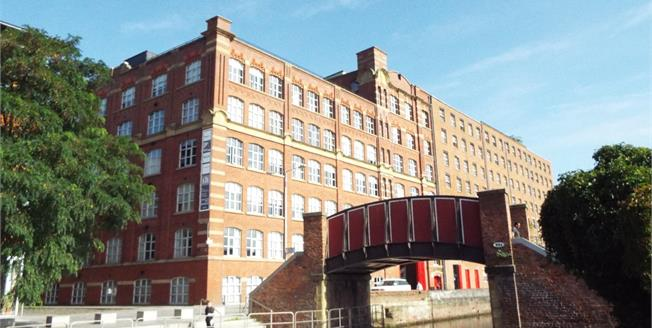 Guide Price £240,000, 2 Bedroom Flat For Sale in Manchester, M4