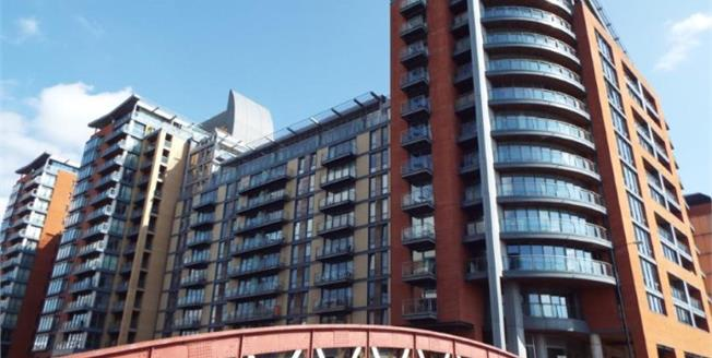 Guide Price £285,000, 2 Bedroom Flat For Sale in Manchester, M3