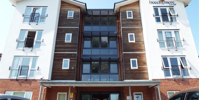 Guide Price £125,000, 2 Bedroom Flat For Sale in Crewe, CW1