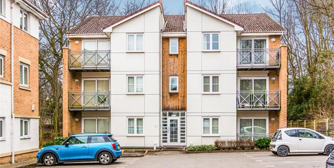 Asking Price £90,000, 1 Bedroom Flat For Sale in Hyde, SK14