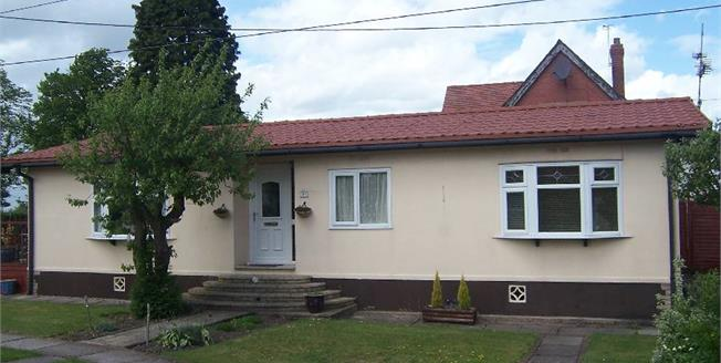£97,000, 3 Bedroom Bungalow For Sale in Bosley, SK11